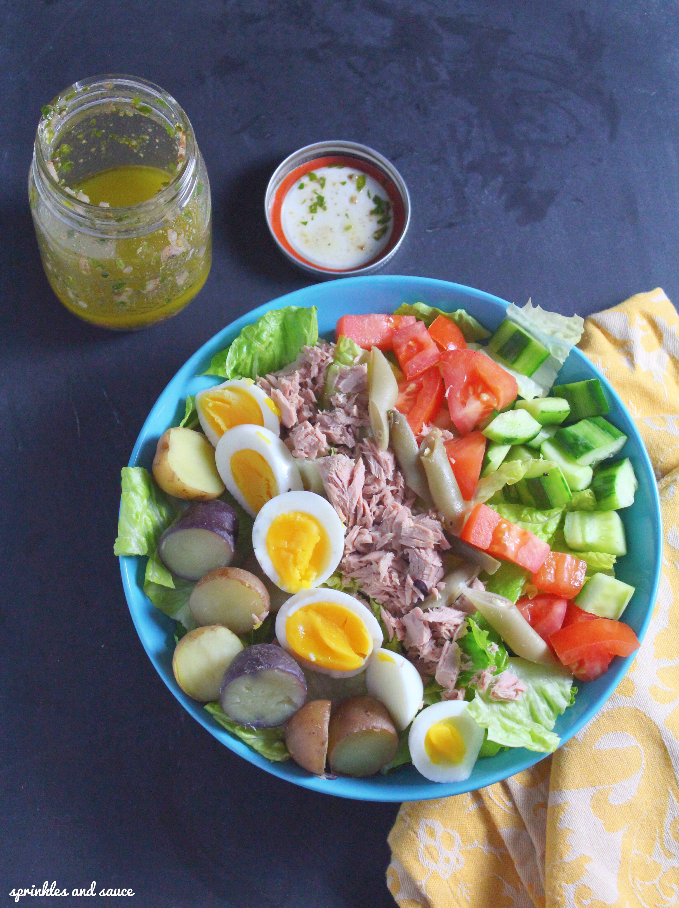 Tuna and egg salad with french vinaigrette dressing for Tuna fish salad recipe with egg